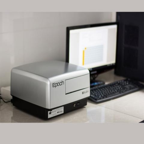 دستگاه الایزا-نانودراپ (اسپکتروفوتومتر)